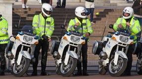 Outriders del motociclo della polizia fotografie stock libere da diritti