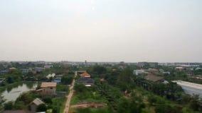 Outskirt av Bangkok beskådade från flygplatsstångsammanlänkningen stock video