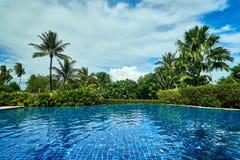 Outstandidng sikt av simbassängen i Thailand royaltyfria foton