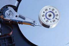 Ouvert une unité de disque dur, plan rapproché de projectile Images libres de droits