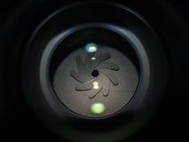 Ouverture d'objectif de caméra dans l'éclairage dur Photos stock