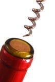 Ouverture d'une bouteille de vin Photos stock