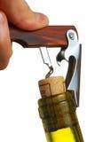 Ouverture d'une bouteille de vin Image stock