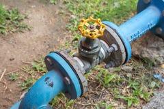 Ouverture et fermeture jaunes de valve Photographie stock libre de droits
