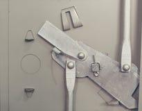 Ouverture et mécanisme fermant du coffret en acier Images stock