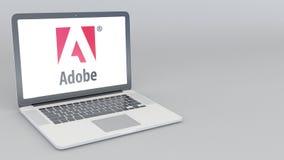 Ouverture et ordinateur portable se fermant avec le logo d'Adobe Systems animation de l'éditorial 4K illustration stock