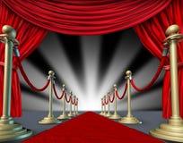 Ouverture grande de rideaux en tapis rouge Photo libre de droits