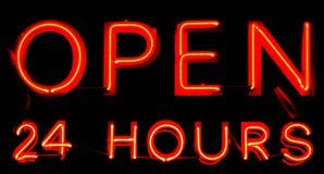 Ouvrez 24 heures de signe au néon Images libres de droits
