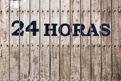 Ouvrez 24 heures, marché, pharmacie, hôtel, station-service, la station service 1 Photographie stock
