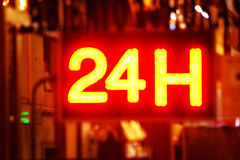 Ouvrez 24 heures, marché, pharmacie, hôtel, station-service, la station service 3 Images stock