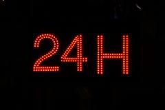 Ouvrez 24 heures, marché, pharmacie, hôtel, station-service, la station service 8 Photographie stock libre de droits