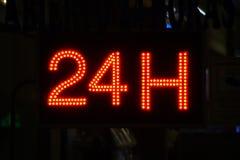 Ouvrez 24 heures, marché, pharmacie, hôtel, station-service, la station service 7 Images libres de droits