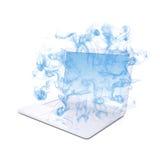 Ouvrez l'ordinateur portable blanc émet la fumée bleue Photo libre de droits