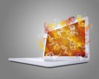 Ouvrez l'ordinateur portable blanc émet la fumée colorée Photos libres de droits