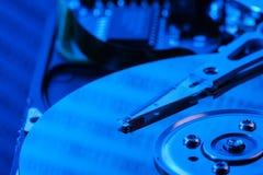 Ouvrez l'unité de disque dur dans la lumière bleue Photo stock