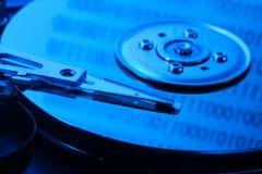 Ouvrez l'unité de disque dur dans la lumière bleue Photo libre de droits
