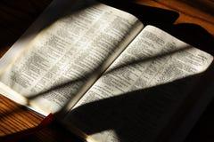 Ouvrez la bible Image stock