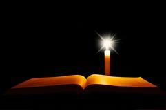 Ouvrez la bible photo stock