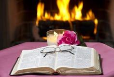 Ouvrez la bible Images stock