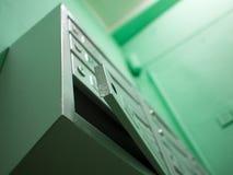 Ouvrez la boîte aux lettres grise sans serrure Photos stock