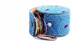 Ouvrez la boîte contenant des bijoux Photo libre de droits
