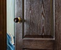 Ouvrez la porte en bois Photographie stock libre de droits