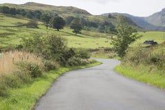 Ouvrez la route en dehors de Keswick ; Secteur de lac ; Angleterre Photographie stock libre de droits