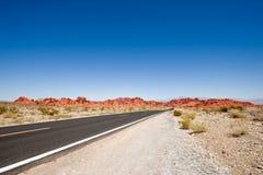 Ouvrez la route et le ciel bleu Photos stock
