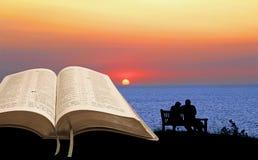 Ouvrez la tranquilité de chant religieux de bible Photographie stock