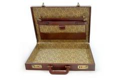 Ouvrez la valise brune d'isolement Photos stock