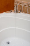 Ouvrez la verticale de jacuzzi de bain d'eau de robinet Photo libre de droits