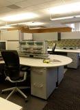 Ouvrez la zone de travail cubique de bureau Photo libre de droits