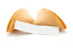 Ouvrez le biscuit de fortune avec le message blanc photographie stock