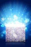 Ouvrez le boîte-cadeau magique avec la lumière lumineuse Photo stock