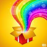 Ouvrez le cadeau avec l'arc-en-ciel Images libres de droits