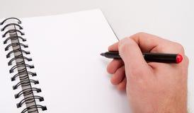 Ouvrez le cahier et la main avec le repère photo stock
