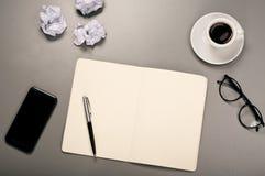 Ouvrez le carnet avec les pages blanc Photographie stock libre de droits