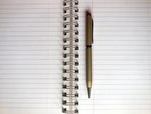 Ouvrez le carnet et le stylo Photographie stock libre de droits