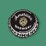 Ouvrez le chapeau de bouteille à bière avec l'inscription de brassage dans le style de vintage Photos stock