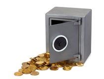 Ouvrez le coffre-fort avec des pièces de monnaie Photos stock