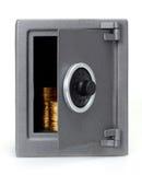 Ouvrez le coffre-fort avec des pièces de monnaie Photographie stock