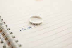 Ouvrez le concept d'amour de cahier et de boucle de diamant? Image stock