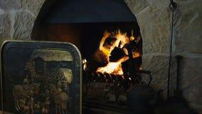 Ouvrez le feu en bois banque de vidéos