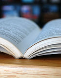 Ouvrez le livre de bibliothèque Photos libres de droits