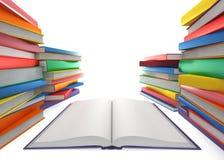 Ouvrez le livre et une pile de livres Photo stock
