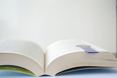 Ouvrez le livre - le copie-espace, profondeur de champ Images stock