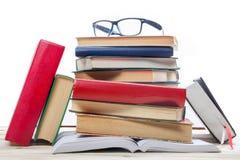 Ouvrez le livre, livres de livre cartonné sur le fond en bois De nouveau à l'école Copiez l'espace Photographie stock libre de droits