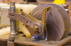 Ouvrez le mécanisme de l'horloge avec la source Photo libre de droits