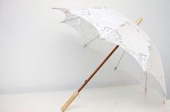 Ouvrez le parapluie de dentelle Photographie stock