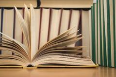 Ouvrez les livres Images stock
